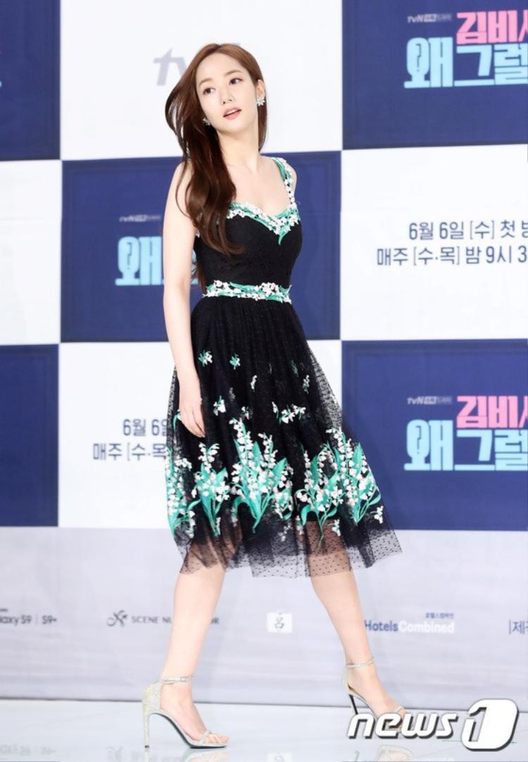 Vóc dáng nuột nà cùng vẻ ngoài không góc chết giúp Park Min Young chinh phục biết bao khán giả.