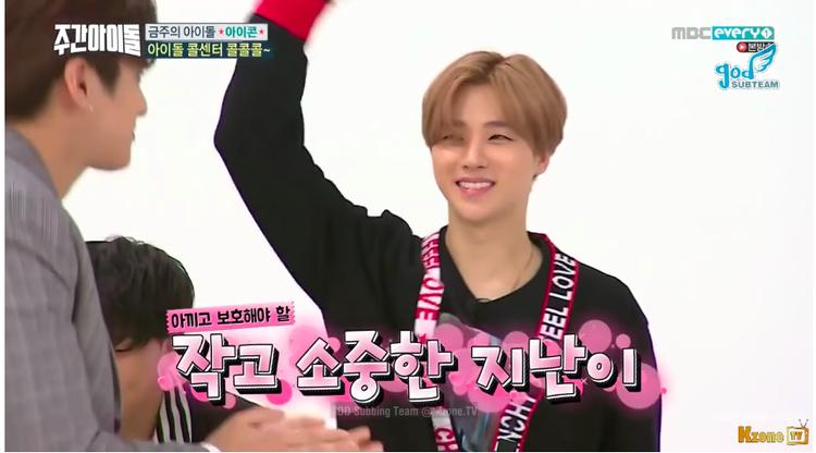 Nụ cười hạnh phúc của JinHwan khi Chan Woo chỉ cao hơn mình 2 quả quýt.