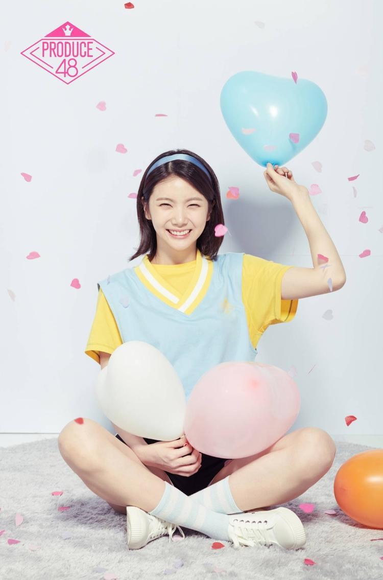 """Cùng với Sakura, Kaeun trở thành center của sân khấu Pick Me. Với tài năng, nhan sắc cùng """"hậu phương"""" vững vàng, nhiều người tin chắc Kaeun có thể lọt top debut."""