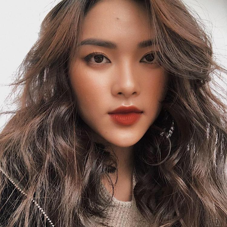 """Cô nàng được chú ý khi sở hữu nhan sắc được coi là """"phép cộng hoàn hảo"""" của Châu Bùi và Hạ Vi. Trang Facebook cá nhân của Diệu Linh hiện có gần 10.000 follow trên mạng xã hội."""