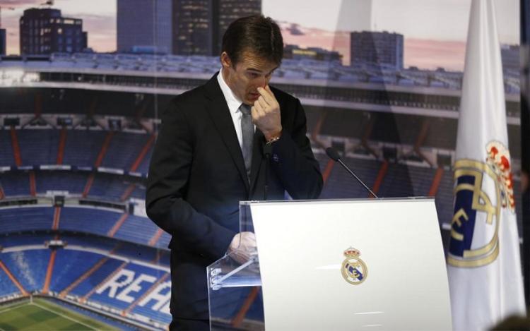 HLV Lopetegui ra mắt Real trong nước mắt.