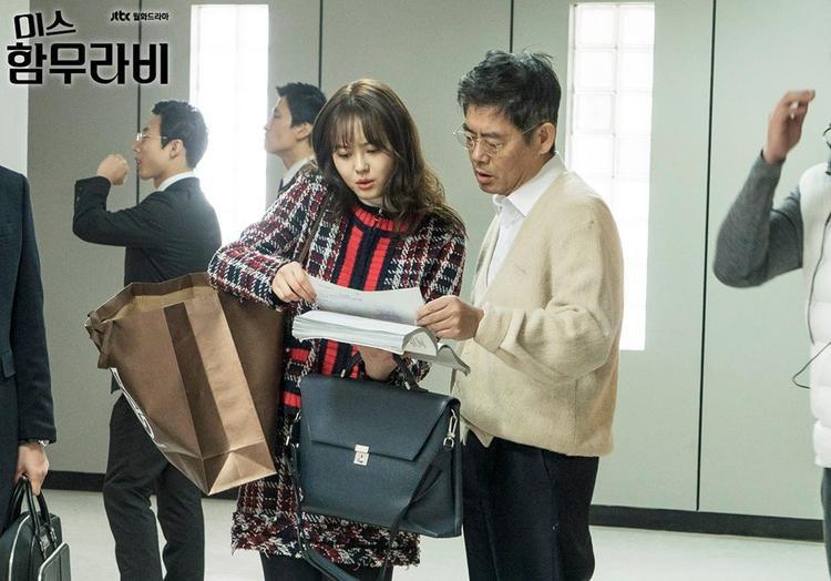 """Go Ara thì đã hợp tác cùng L của Infinite và Sung Dong Il để cho ra đời một bộ phim truyền hình mang đậm giá trị nhân văn """"Miss Hammurabi"""". Tên của họ luôn đứng trong top đầu bảng xếp hạng tìm kiếm sau mỗi tập phát sóng."""