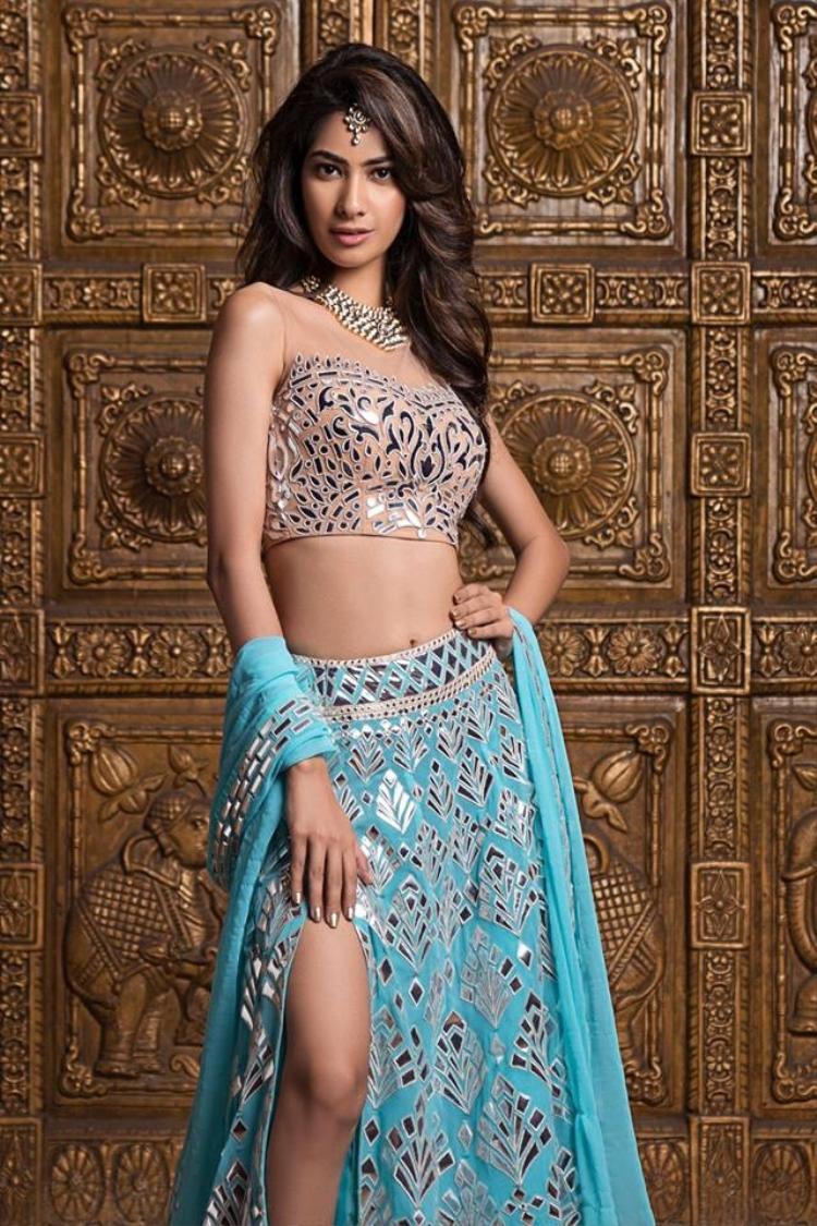 Sumita Bhandari của bang Uttarakhand. Cô năm nay 23 tuổi, cao 1m75. Không chỉ được đánh giá cao về nhan sắc, các Hoa hậu Ấn Độ còn ghi điểm ở sự thông minh cùng với đó là một trái tim nhân hậu.