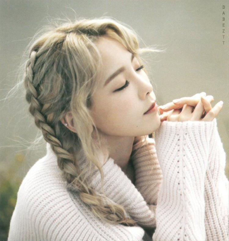 Taeyeon xinh đẹp với mái tóc thắt bím.