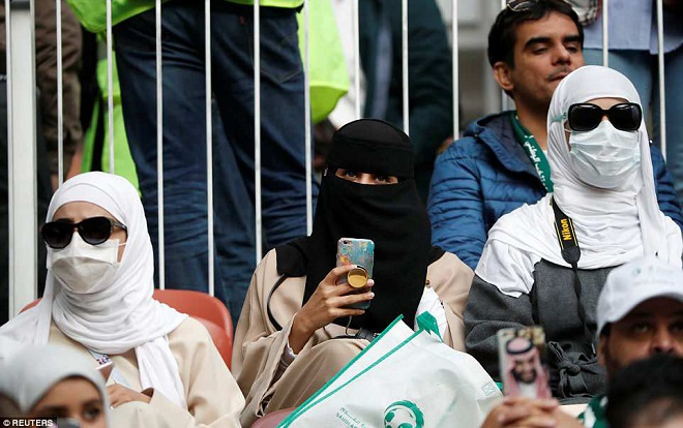 Ý nhị và kín đáo là những gì có thể nói về những cô gái Saudi Arabia.