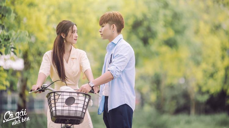 Xuất hiện trong từng khung hình, Jun Vũ luôn khoe vẻ tươi tắn, rạng rỡ. Nét trong sáng và thần thái của nữ diễn viên khiến cô được tin tưởng mời vào nhiều dự án MV trong thời gian gần đây.
