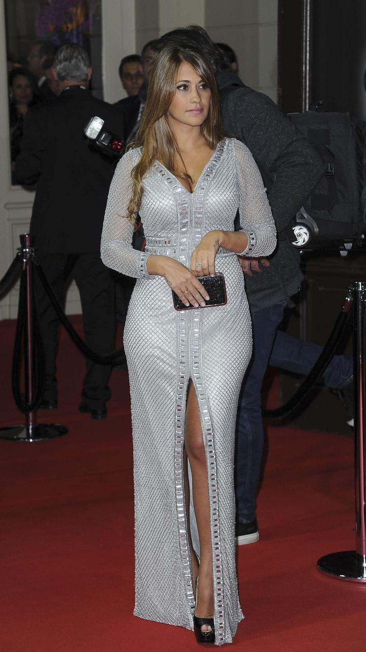 So với Shakira, Antonella Roccuzzo ghi điểm hơn bởi cách chọn trang phục tinh tế, thời thượng.