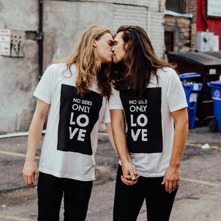 Cặp đồng tính nam hút like trên mạng xã hội vì đẹp trai ngang ngửa nhau!