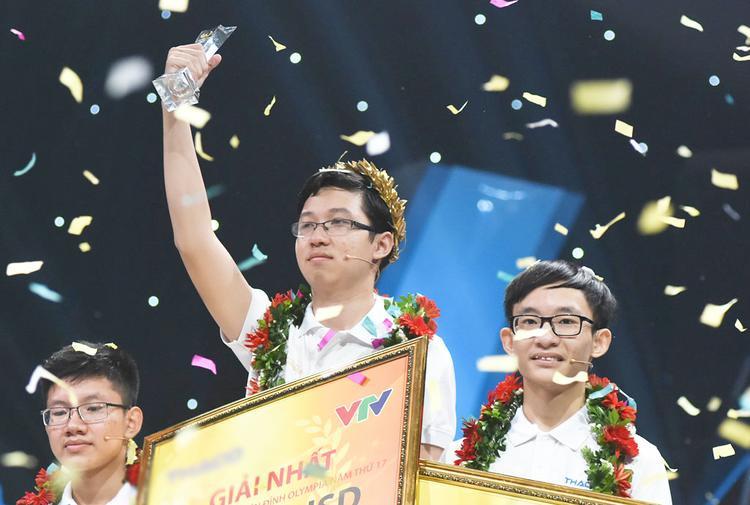 Thời điểm trở thành nhà vô địch Đường lên đỉnh Olympia năm 2017, Phan Đăng Nhật Minh là học sinh của lớp 11A3 Trường THPT Hải Lăng, tỉnh Quảng Trị.