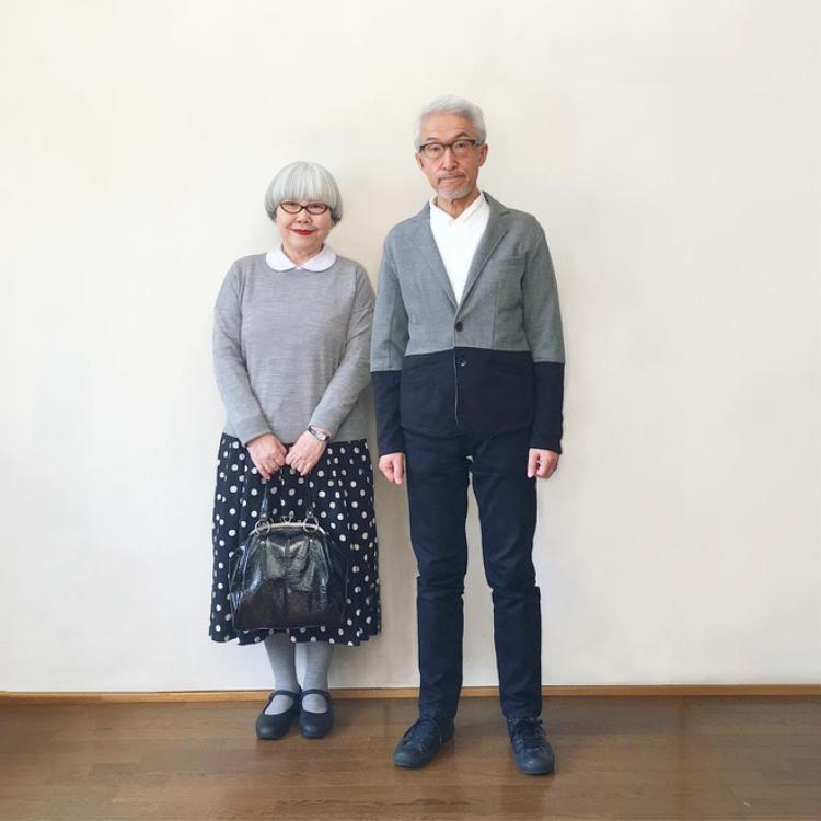 Sự khéo léo kéo màu, nhấn nhá sắc độ liên quan giữa hai bộ trang phục khiến người ta thấy sự gắn kết giữa hai vợ chồng, sự đồng điệu trong phong cách thời trang của hai người.