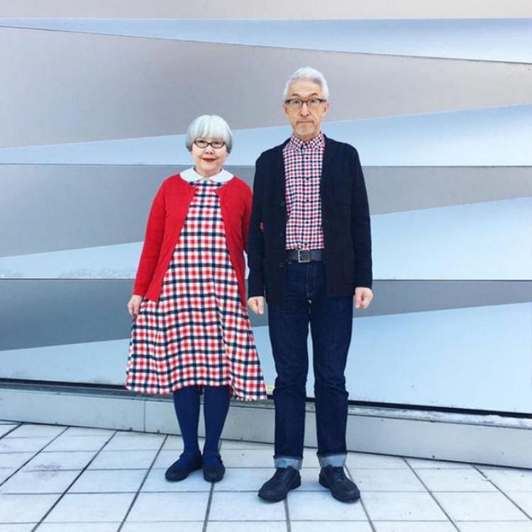 Vợ chồng son hay đôi tình nhân già thì ta cứ mặc đồ đôi, không xoắn gì hết!