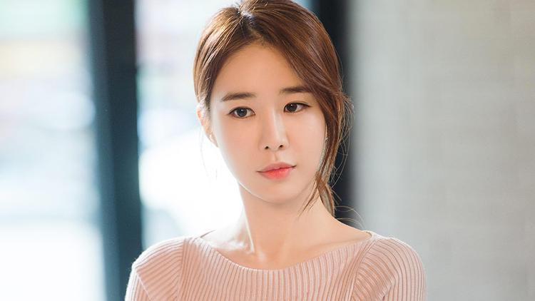 Trước đó, Yoo In Nacũngđã nhận lời đề nghị đảm nhận nhân vật này, nhưng cuối cùng cô đã từ chối vì lý do riêng.