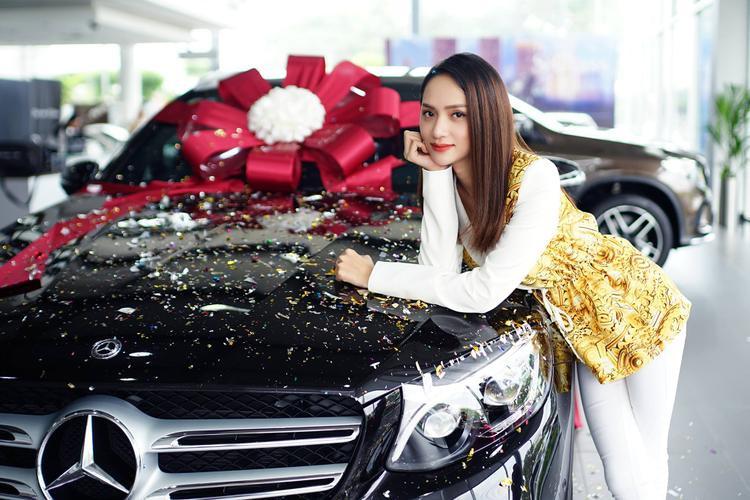 Đây là chiếc xe hơi thứ ba của Hương Giang.