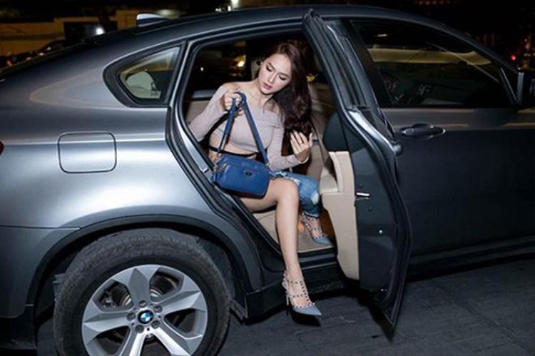 Hương Giang đã sở hữu 2 chiếc xe tiền tỷ trước đó.