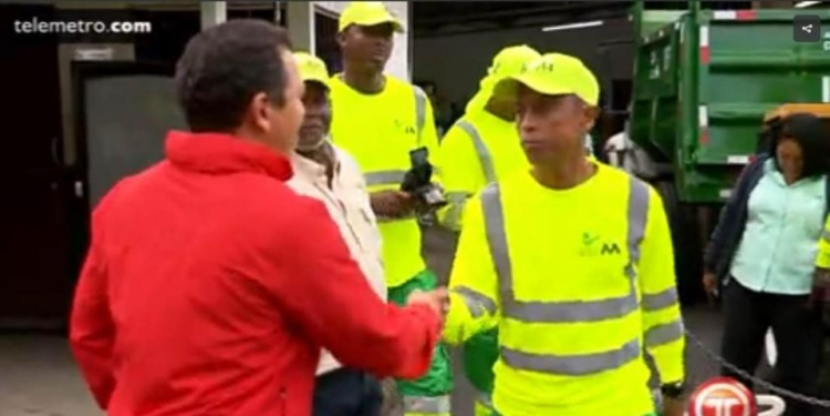 Gabriel Victoria làm công việc nhặt rác gần 25 năm qua. Ảnh: The Sun