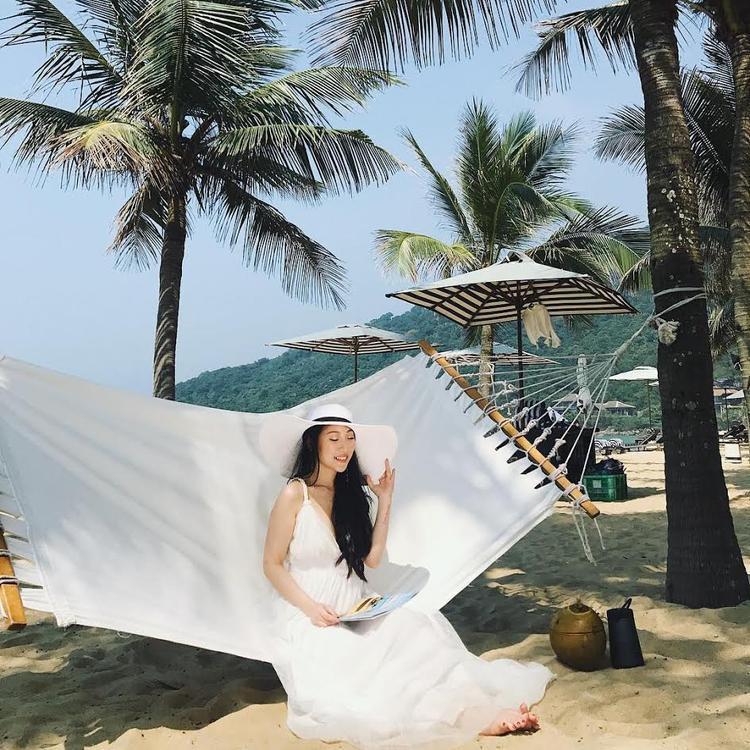 Hội hot girl có những chuyến du lịch hè sang chảnh lại xuất hiện thêm bạn gái cũ của Rocker Nguyễn