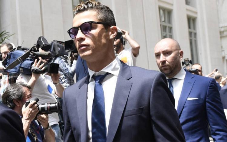 Ronaldo bị cáo buộc trốn thuế.
