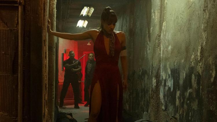 Những bí mật của Hotel Artemis được bật mí trong Khách sạn tội phạm