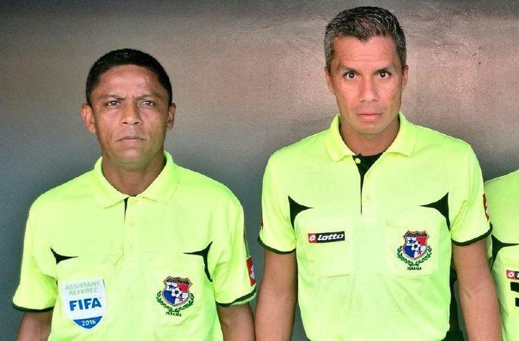 Gabriel và John Pitti, hai trọng tài đến từ Panama tham gia World Cup 2018. Ảnh: Dia a Dia