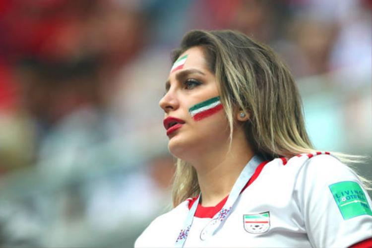 Fan nữ Iran hớp hồn cánh mày râu bởi vẻ đẹp mặn mà