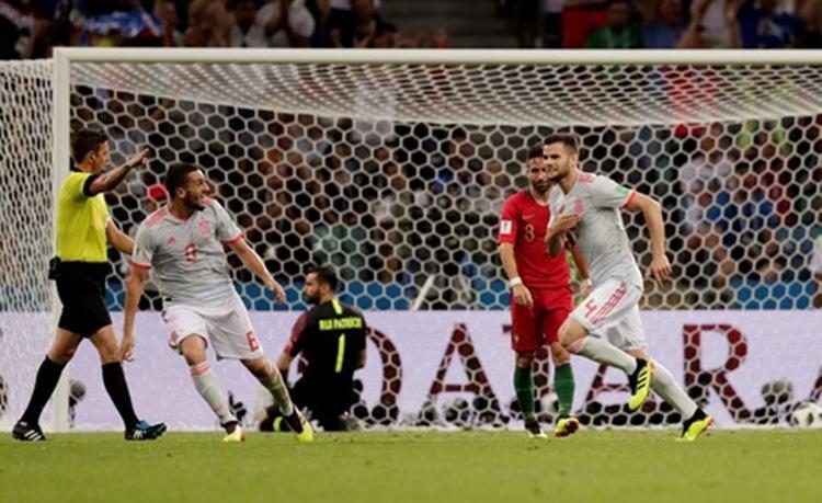 Tây Ban Nha lần đầu vượt lên dẫn 3-2 trước Bồ Đào Nha. Ảnh: Reuters