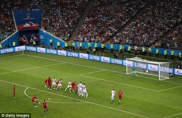 Ronaldo đá phạt cực kỳ đẳng cấp giúp Bồ Đào Nha hòa 3-3.
