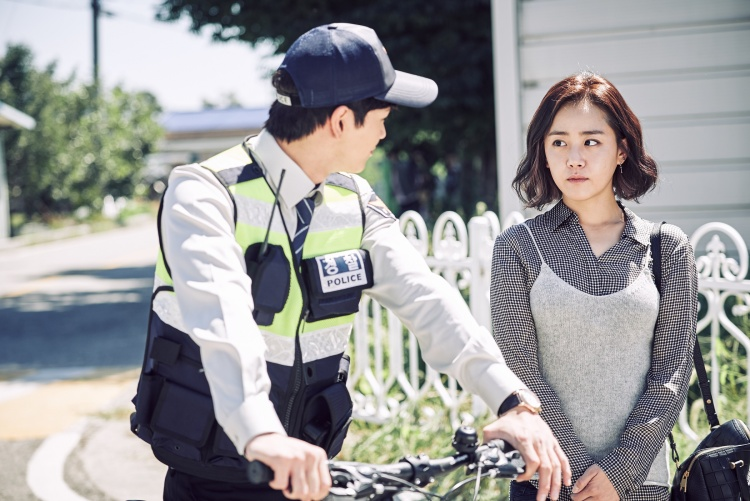 """Moon Geun Young và Seung Jae trong """"Bí mật làng Achiara""""."""