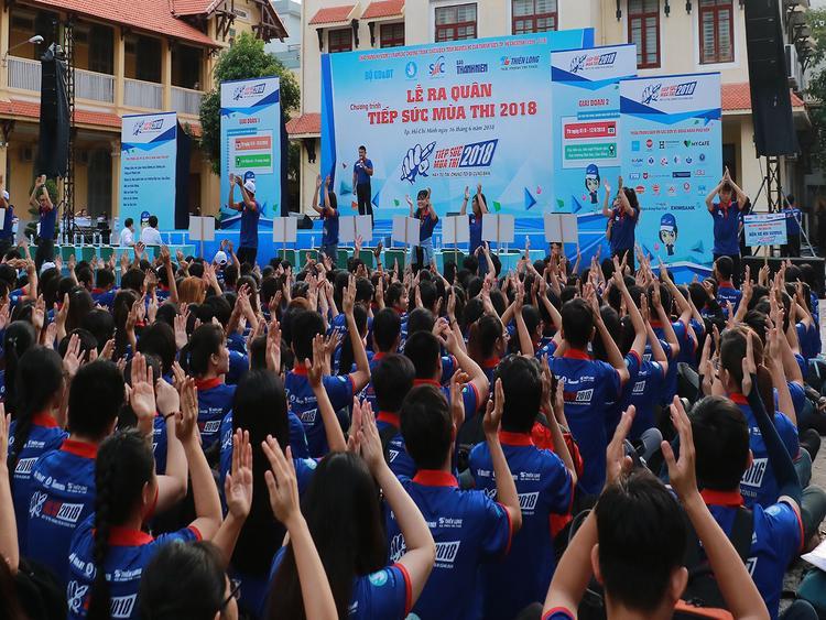 Ngay từ sáng sớm, hàng ngàn sinh viên tình nguyện đã có mặt để tham dự buỗi Lễ ra quân.