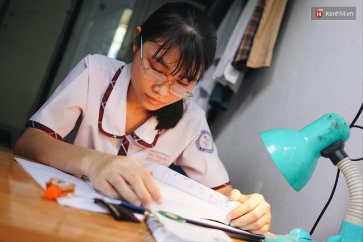 Nữ sinh tự học vẫn có điểm tổng kết 8.8, tự tin nhất là Anh Văn và Toán.