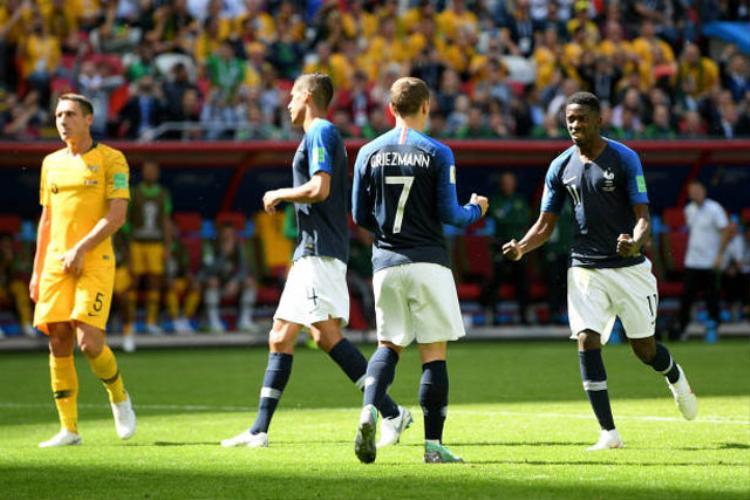Qua đó, giúp ĐT Pháp có được bàn thắng mở tỷ số và cũng là đội bóng đầu tiên có bàn thắng sau khi có sự can thiệp của công nghệ VAR tại World Cup 2018.
