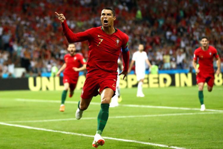 Ronaldo tỏa sáng rực rỡ trong trận ra quân của ĐT Bồ Đào Nha. Ảnh: Getty.