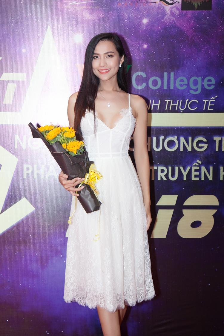 Người đẹp hiện là học trò của ca sĩ Thu Phương tại chương trình The voice 2018.