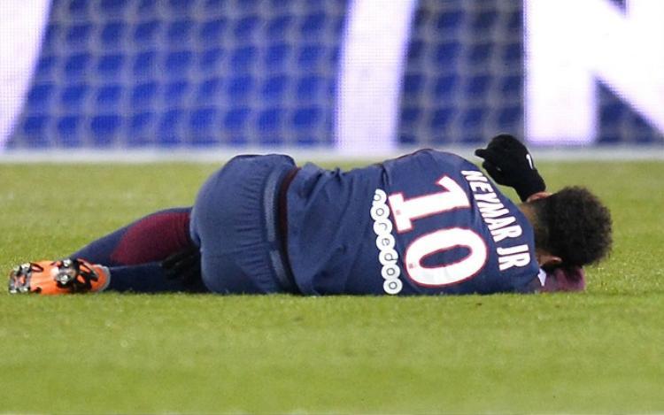 Neymar bị chấn thương nghiêm trọng từ hồi tháng 3.