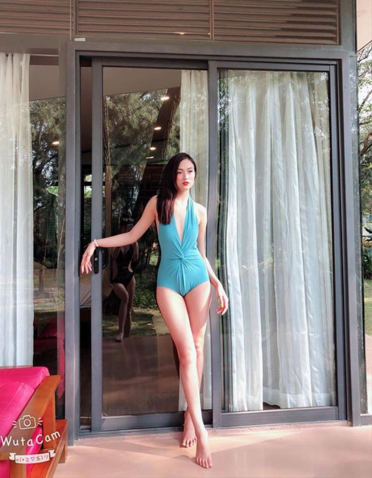 Hà Vũ sinh năm 1995, hiện là diễn viên người mẫu tự do. Cô nàng sớm bén duyên với các cuộc thi sắc đẹp và giành nhiều danh hiệu ấn tượng như Top 13 Hoa khôi nhan sắc Việt Nam 2015, Top 13 Duyên dáng xứ Thanh 2015, Top 50 Nữ sinh Việt Nam duyên dáng 2015.