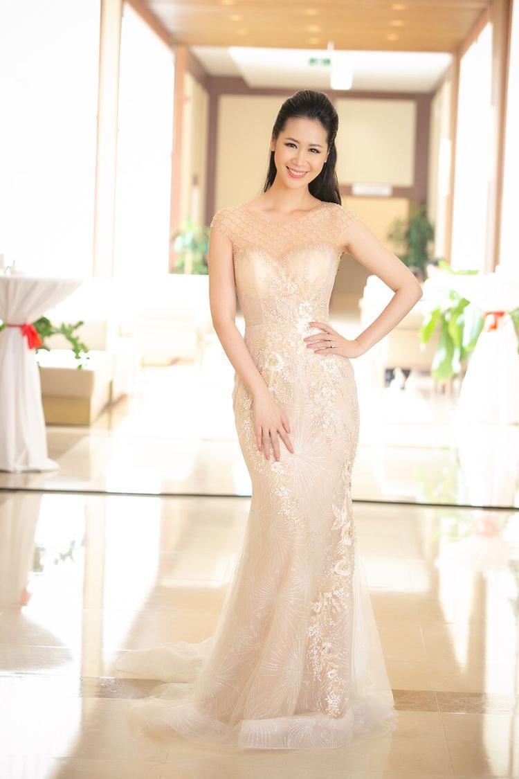 Cùng với Jennifer Phạm, Dương Thùy Linh đã chứng tỏ, vẻ đẹp có thể không thay đổi theo thời gian, nếu biết chăm sóc, giữ gìn.