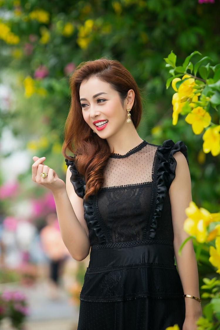 Con thứ ba của Jennifer Phạm được gần 2 tuổi.