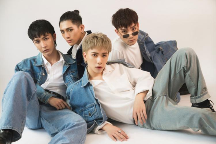 """Tháng 6/2018, nhóm kết nạp thêm """"mảnh ghép"""" thứ 4: J."""