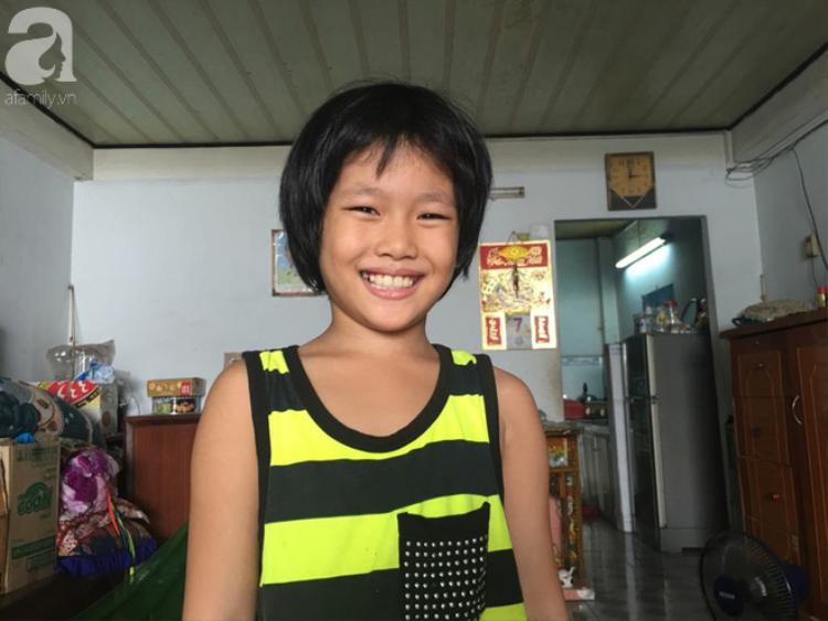 Nụ cười hồn nhiên, vui vẻ của cô bé 7 tuổi khao khát được đến trường.