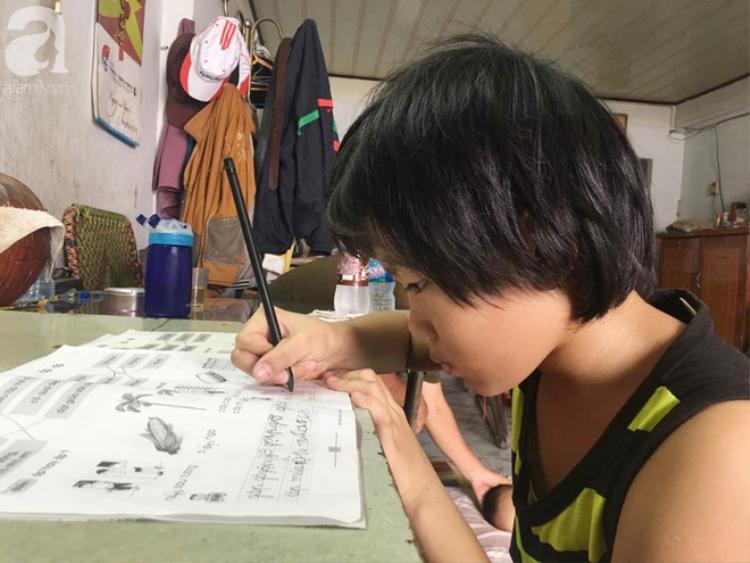 Ước mơ của Tâm là trở thành một cô giáo dạy trẻ em nghèo được học chữ.