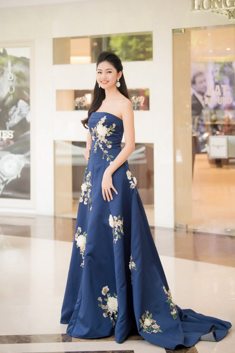 Chiếc váy xòe bồng thêu hoa tôn làn da trắng khiến á hậu Thanh Tú trở thành tâm điểm của một sự kiện trong tuần mà cô tham gia.