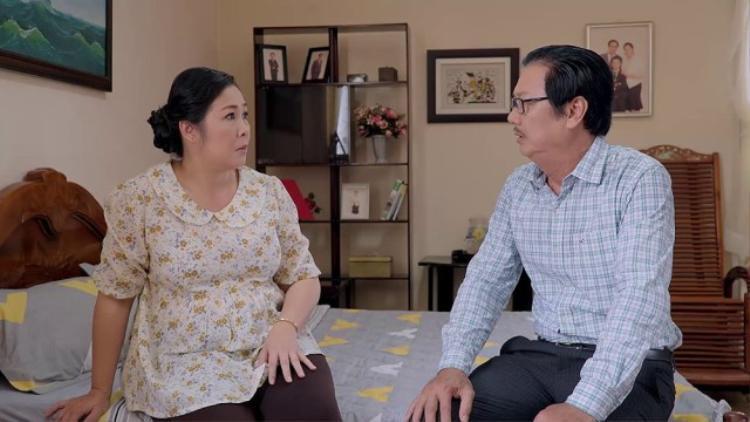 Bà Mai (NSND Hồng Vân) và ông Vương (Mai Huỳnh).