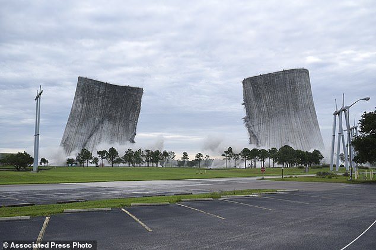 Đây là hai tòa tháp giải nhiệt cao thứ hai thế giới, theoTotal Wrecking & Enviromental.
