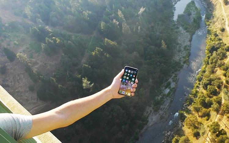 Thử thả rơi iPhone X từ độ cao hơn 300 mét và cái kết khó tin