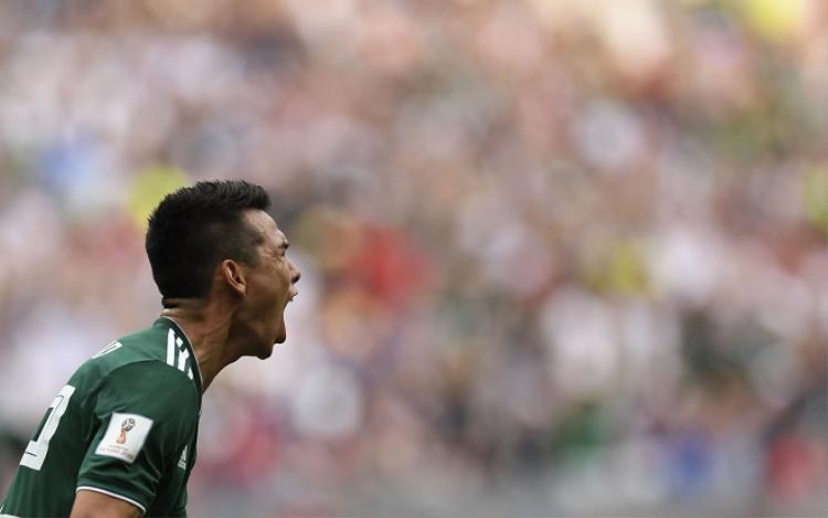 Lozano làm khổ sở hàng phòng ngự đội tuyển Đức trong suốt thời gian có mặt trên sân. Ảnh: sun-sentinel.com.