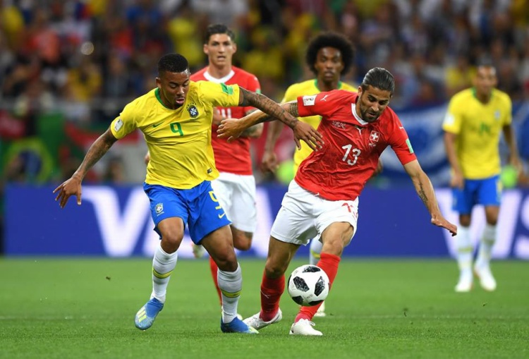 Sau khi có bàn gỡ, Thụy Sỹ chơi phòng ngự rất hay trước hàng công cực mạnh của Brazil. Ảnh: FIFA