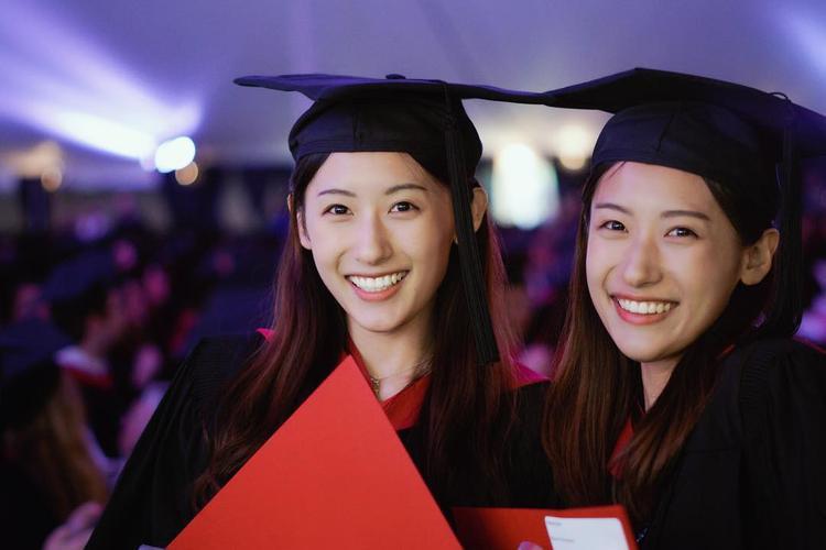 Sun Yumeng và Sun Yutong quá xinh đẹp trong ngày tốt nghiệp.