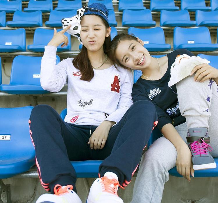 Cả 2 chị em rất đam mê thể thao.