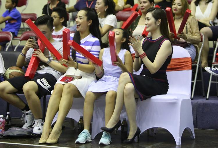 Sự kiện cũng có sự góp mặt của siêu mẫu Thuý Hằng và con gái.