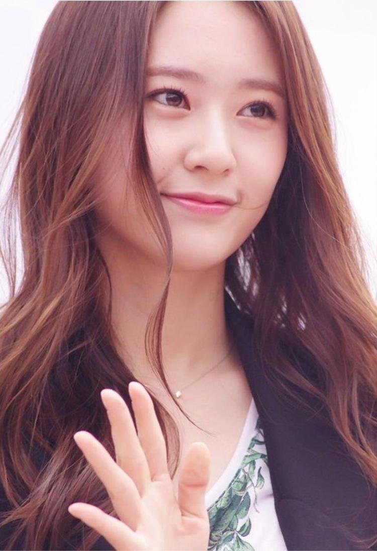 Vẻ đẹp tỏa sáng tự nhiên của Krystal làm ai cũng phải xiêu lòng.