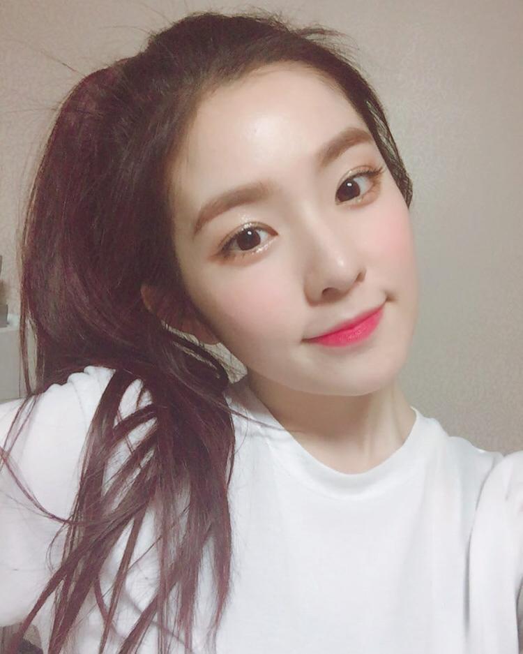 Irene chính là đại diện cho nhan sắc thế hệ mới của Kpop. Cô thường xuyên trang điểm hoàn hảo giống như búp bê.